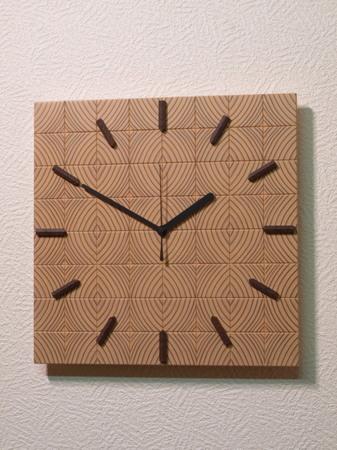 001、カラマツの木口寄木の時計ー1.jpg