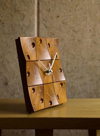 003、サーモウッドによる時計.jpg