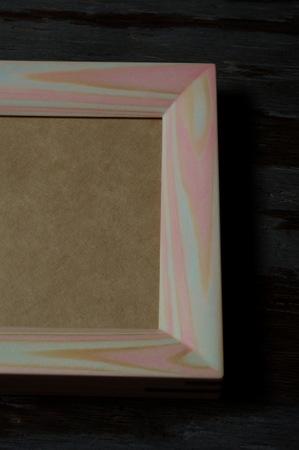 005−2木目彩色のフォトフレーム(クロッカス).jpg