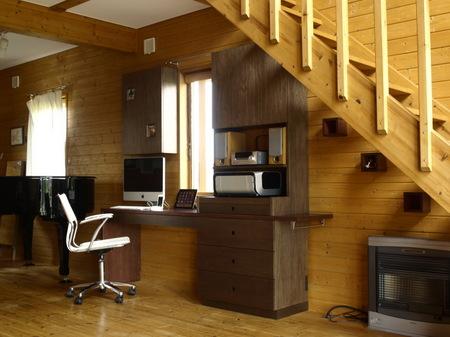 012、ラワンベニアの家具.jpg