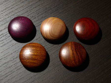 050、赤系の銘木のマグネット−3.jpg